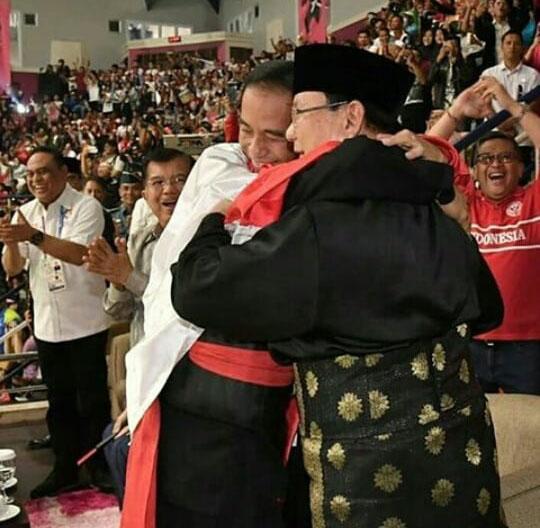 Pesan Damai Dari Pelukan Prabowo Dan Jokowi